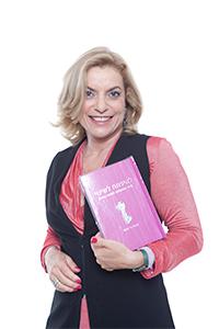 אורלי עם הספר להיפתח לשינוי